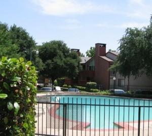 The Estates at Ridglea Hills Apartment Pool