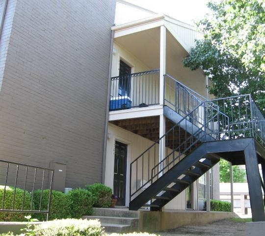 The Place At Westover Hills Apartment View.